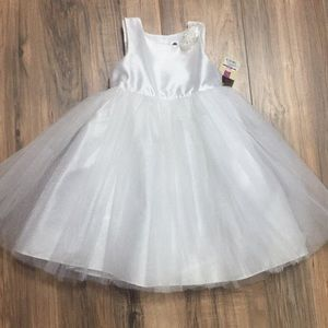 Beautiful NWT girls 3T white tulle dress